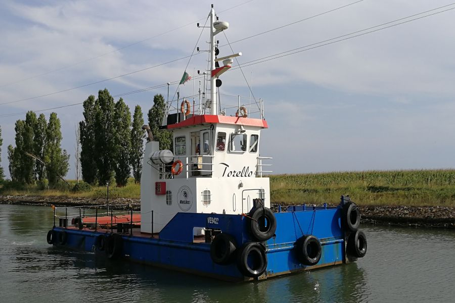 Push-type towboat tug Torello