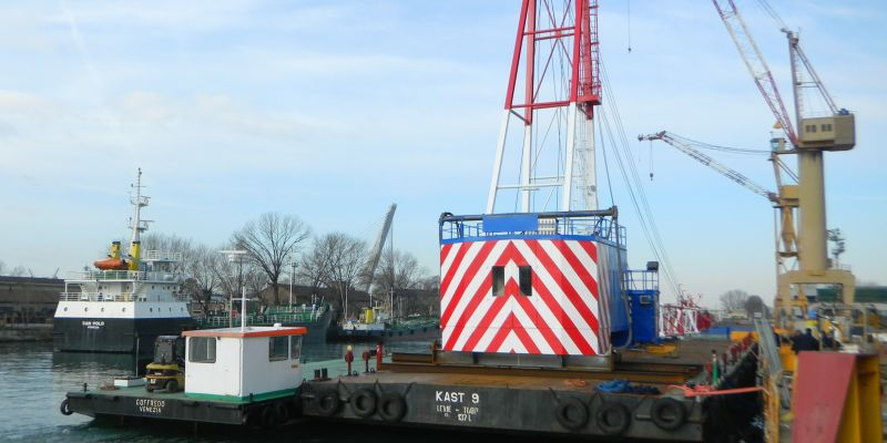 Maritime transport and lifting