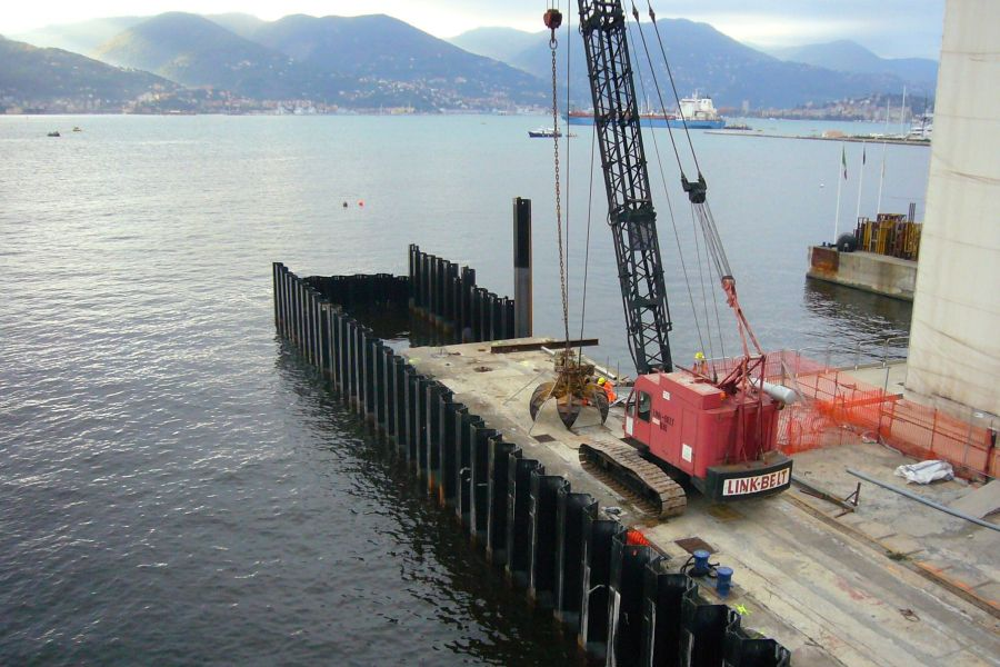 Sheet piles and large metal elements